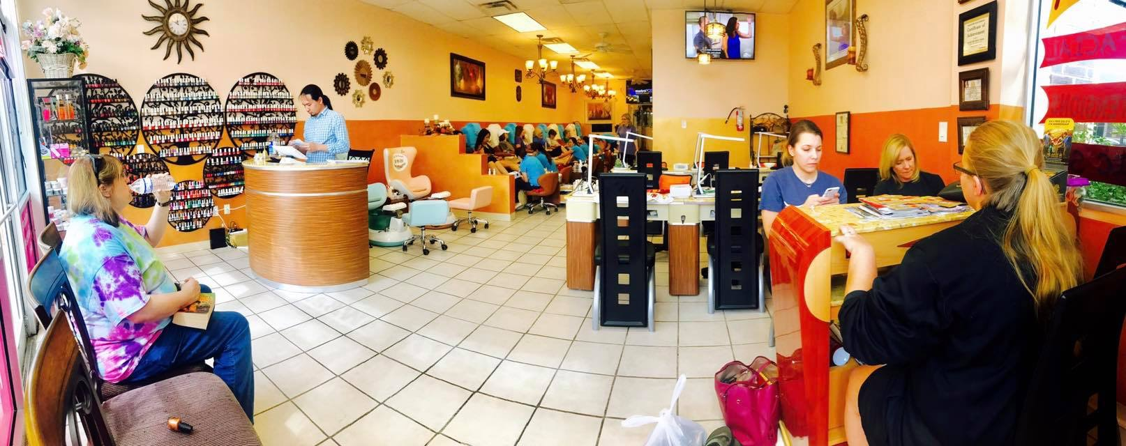 Round Rock Diamond Nails customer waiting area