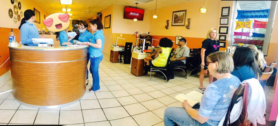 Round Rock Diamond Nails waiting area